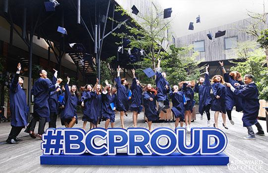 Sinh vien Broward College tot nghiep